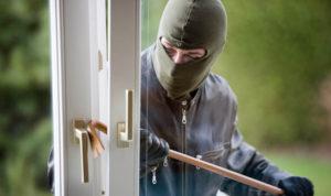 Окно в офисе политической партии в Новозыбкове разбил школьник