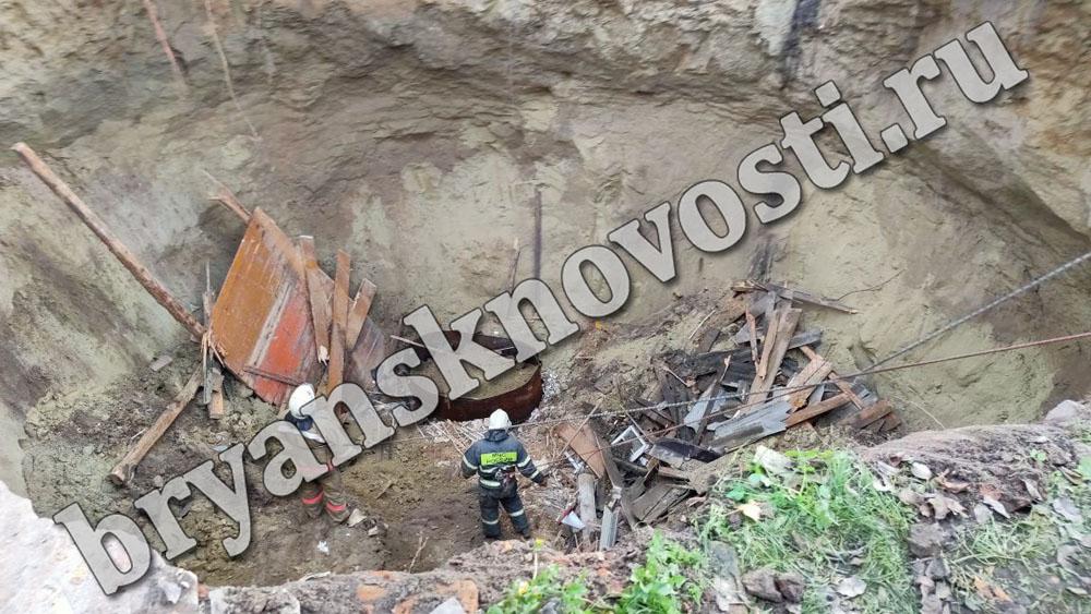 Следователи СК приступили к расследованию причин провала под землю жилого дома в Брянской области (ВИДЕО)